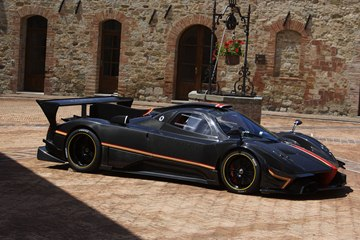 The Zonda Revolucion is a real beauty from all sides.