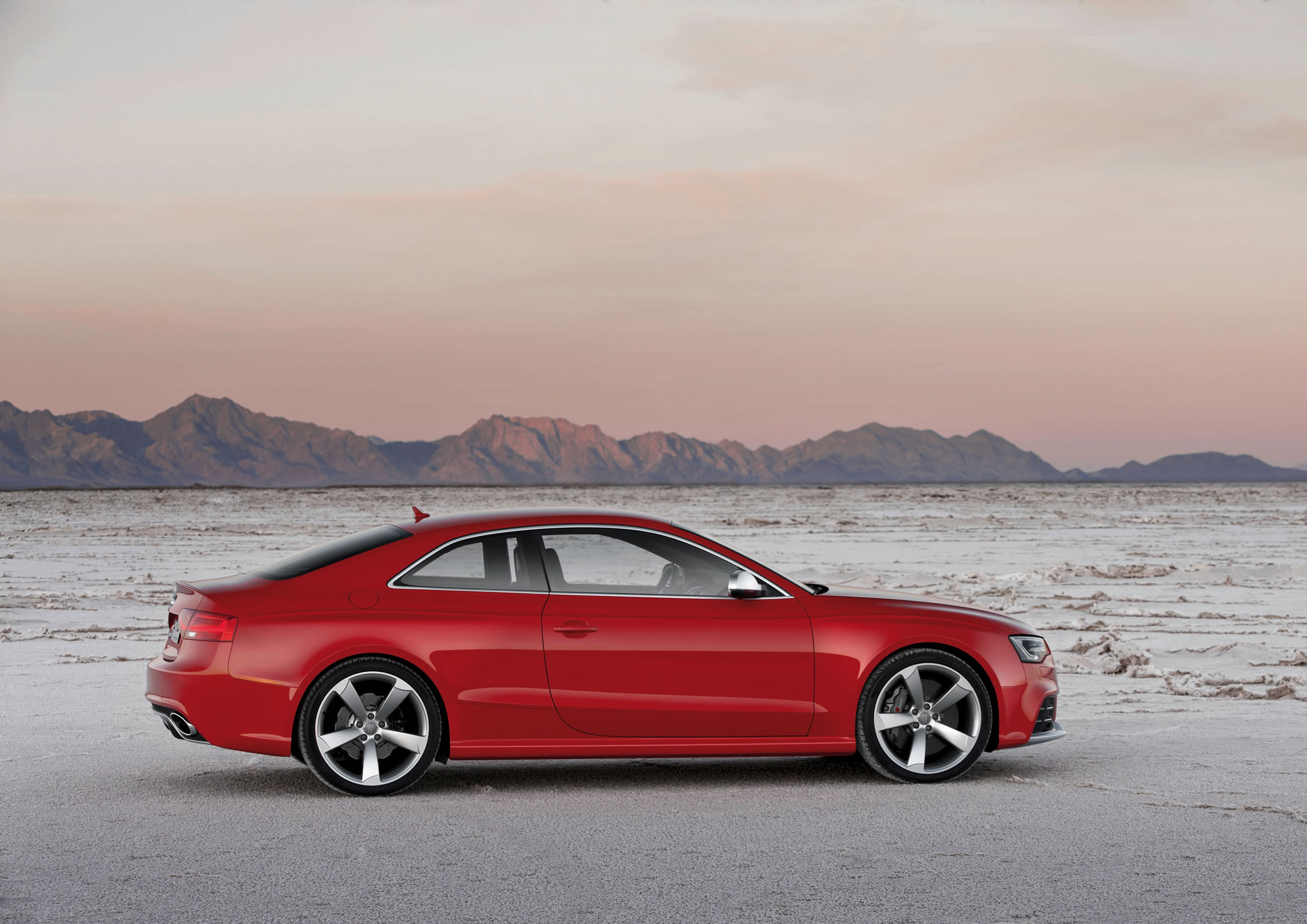 2014 audi rs 5 coupe side photo misano red color size 2048 x 1448 nr 25 49. Black Bedroom Furniture Sets. Home Design Ideas