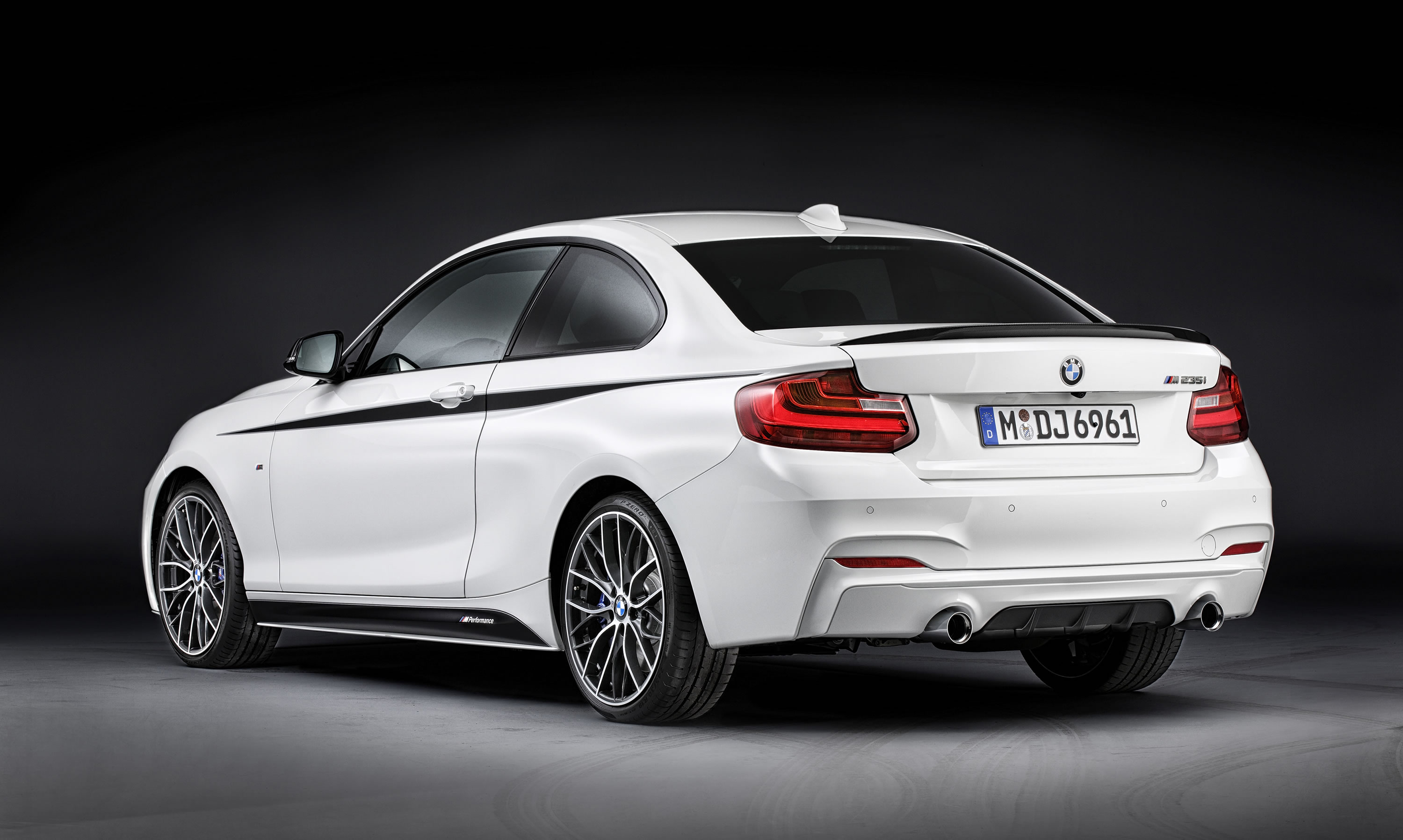 2014 bmw m235i coupe m performance photos specs and review rs. Black Bedroom Furniture Sets. Home Design Ideas
