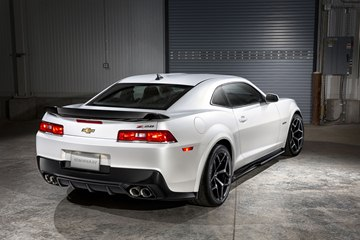 An aggressive rear spoiler and functional diffuser complete the Camaro Z/28's aerodynamic package.