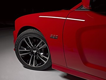 Split five-spoke, 20 x 9-inch cast aluminum wheels with black painted pockets 