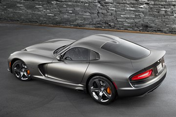 The rear view of the 2014 SRT Viper GTS with the optional Anodized Carbon Special Edition Package.
