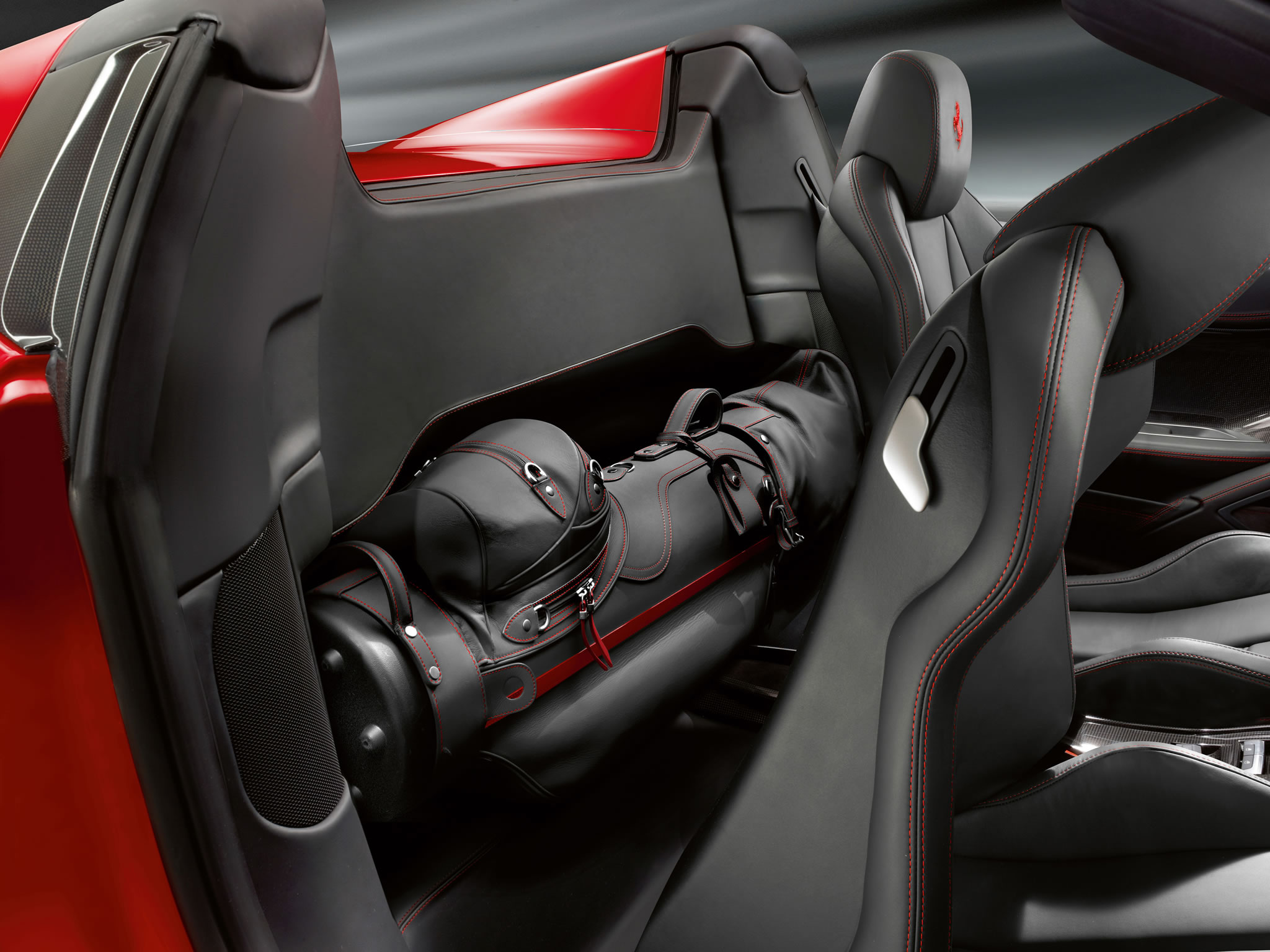 2014 Ferrari 458 Spider - interior - 327.8KB