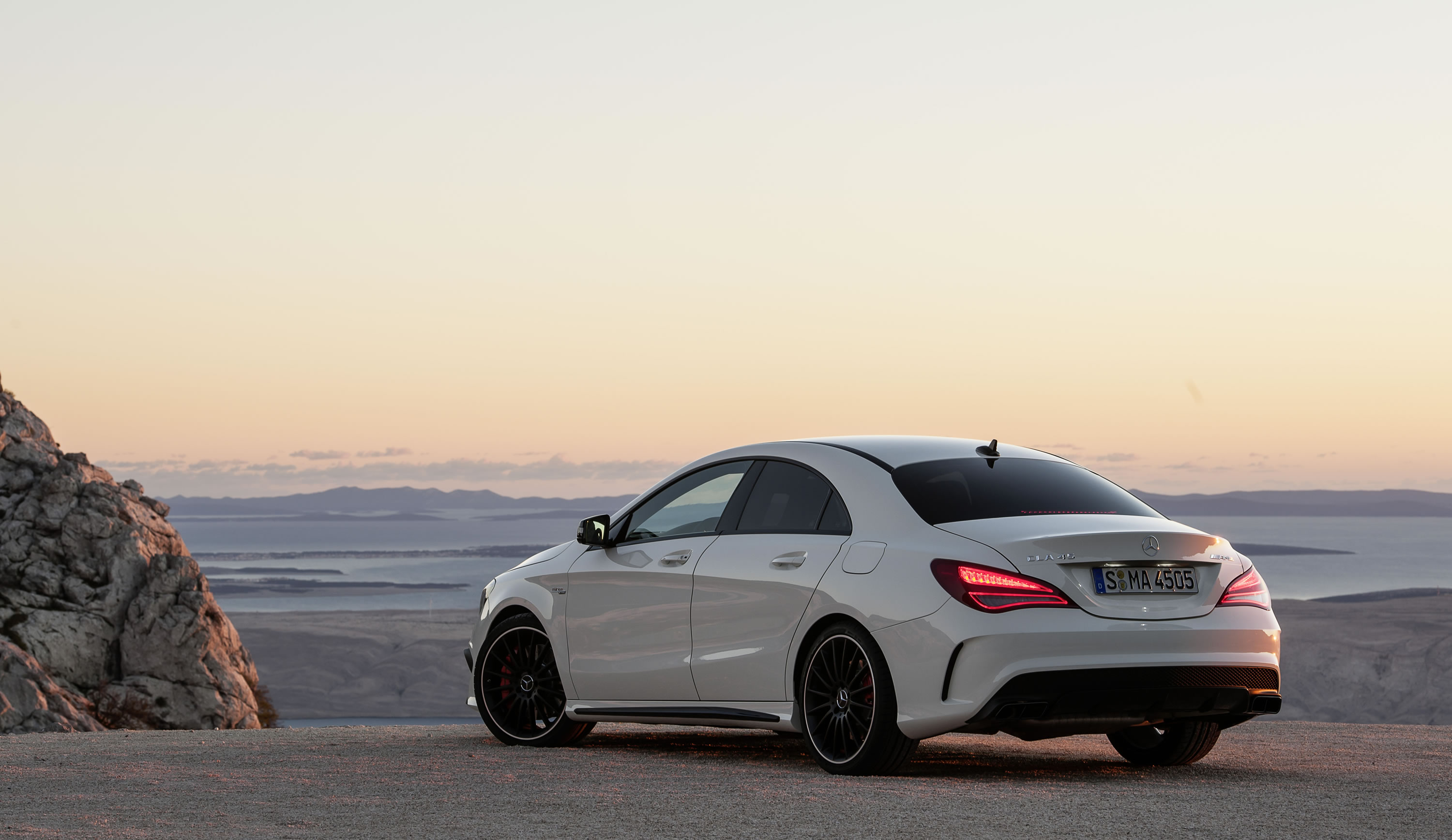 2014 mercedes benz cla45 amg photos specs and review rs. Black Bedroom Furniture Sets. Home Design Ideas