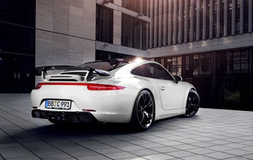 The valve-controlled TechArt Exhaust System Racing with central outflow, the TechArt Noselift System, carbon fiber interior styling packages in new attractive colors and illuminated 