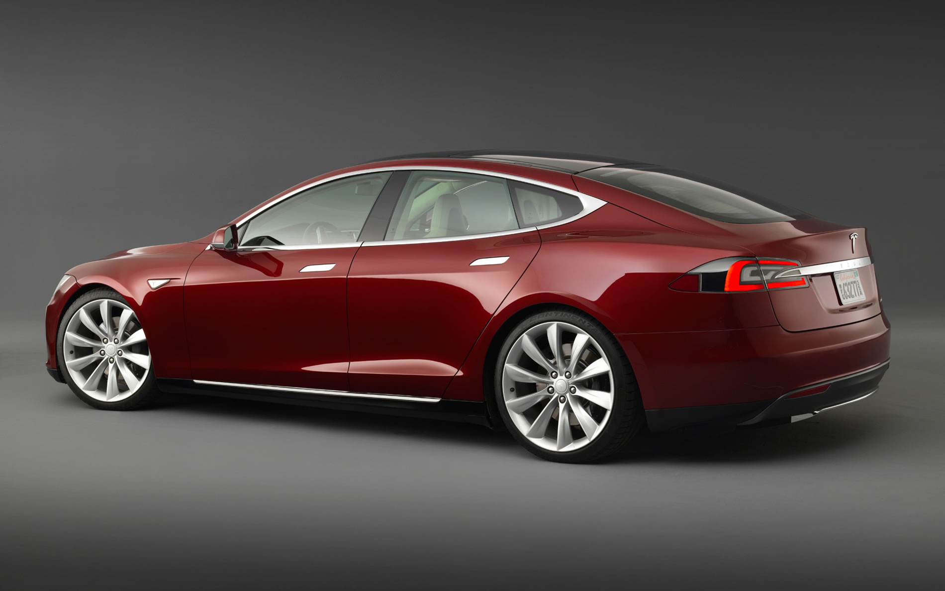 2014 tesla model s p85 photos specs and review rs. Black Bedroom Furniture Sets. Home Design Ideas