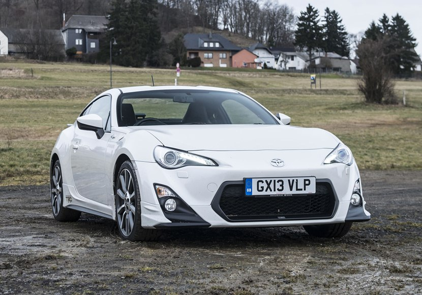 2014 toyota gt 86 trd front photo pearl white color. Black Bedroom Furniture Sets. Home Design Ideas