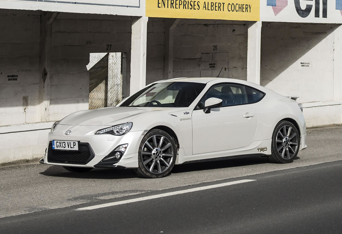 2014 toyota gt 86 trd front photo pearl white paint. Black Bedroom Furniture Sets. Home Design Ideas