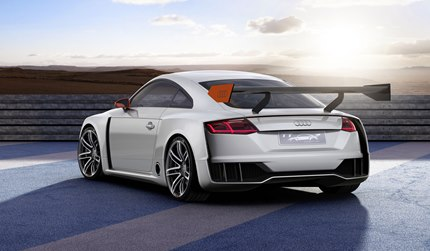 The manually adjustable rear wing is an advanced development of the Audi Sport 