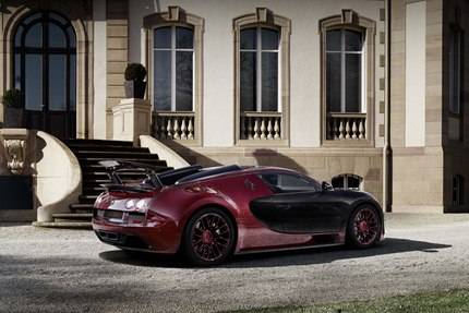 The La Finale is the first Veyron to feature red exposed carbon fiber.