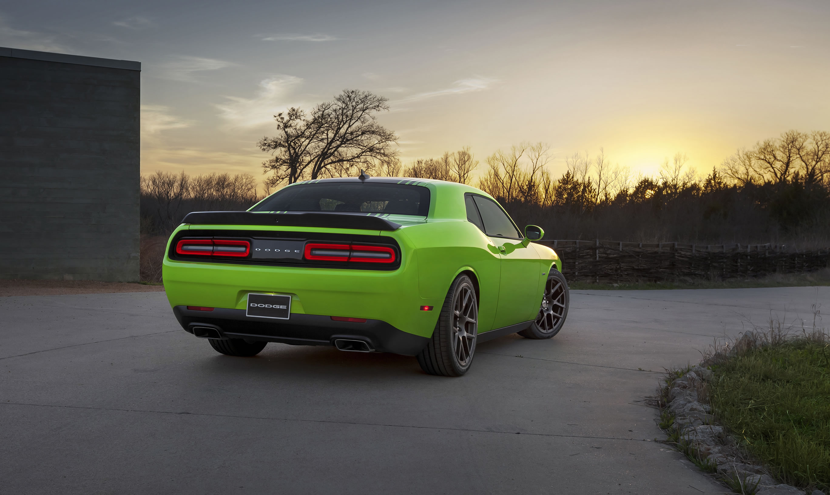 2015 dodge challenger r t photos specs and review rs. Black Bedroom Furniture Sets. Home Design Ideas