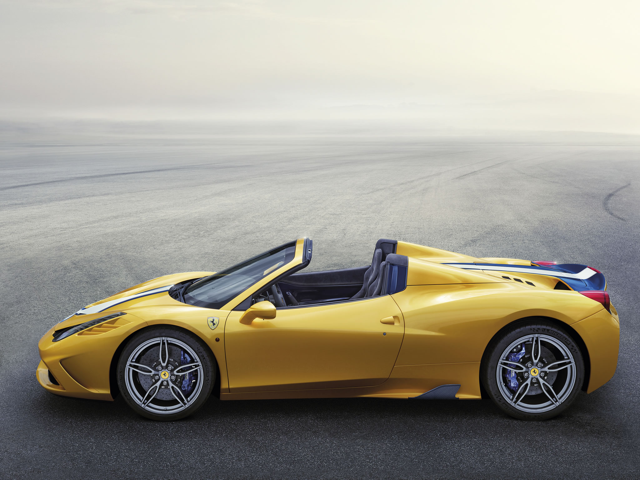 2015 ferrari 458 speciale aperta side photo yellow paint size 2048 x 1535 nr 4 9. Black Bedroom Furniture Sets. Home Design Ideas