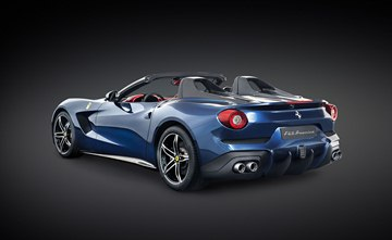 The F60America can be closed with a light fabric top usable at speeds of up to 