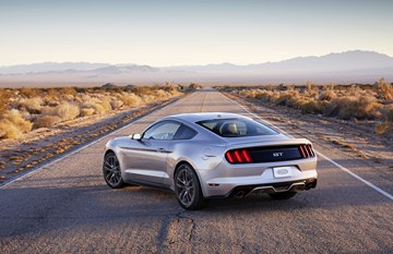 At the rear, the Mustang has a three-dimensional, tri-bar taillamps with 