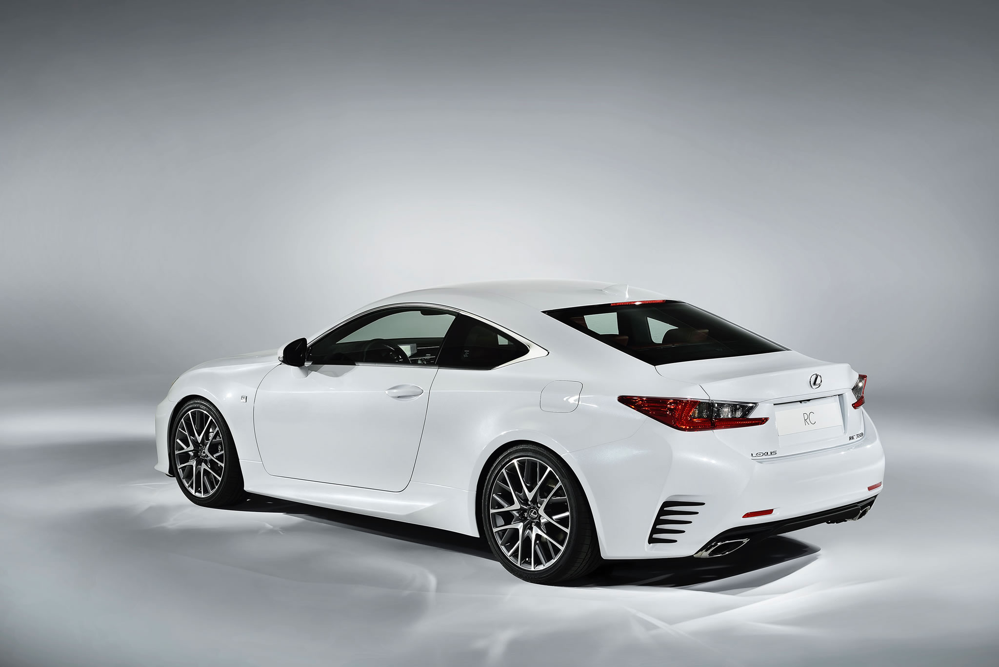 2015 Lexus RC 350 F Sport - rear photo, Ultra White color, size 2048 x 1367, nr. 7/17 ...