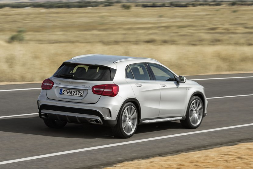 2015 mercedes benz gla45 amg rear photo diamond silver metallic color size 2048 x 1371 nr. Black Bedroom Furniture Sets. Home Design Ideas