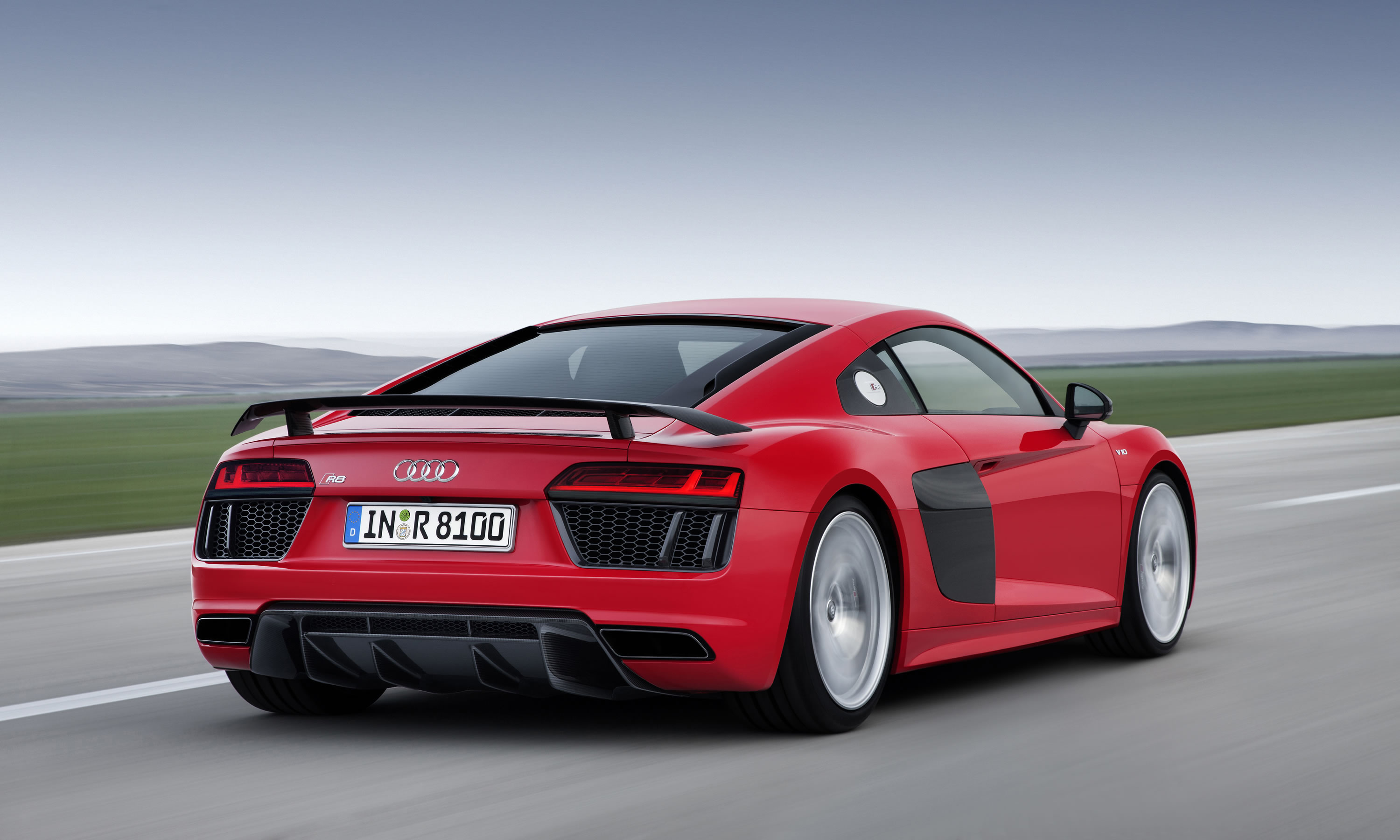 Great The Design Of The 2016 R8 V10 Plus Reflects The Powerful Sporty Character  Of The R8