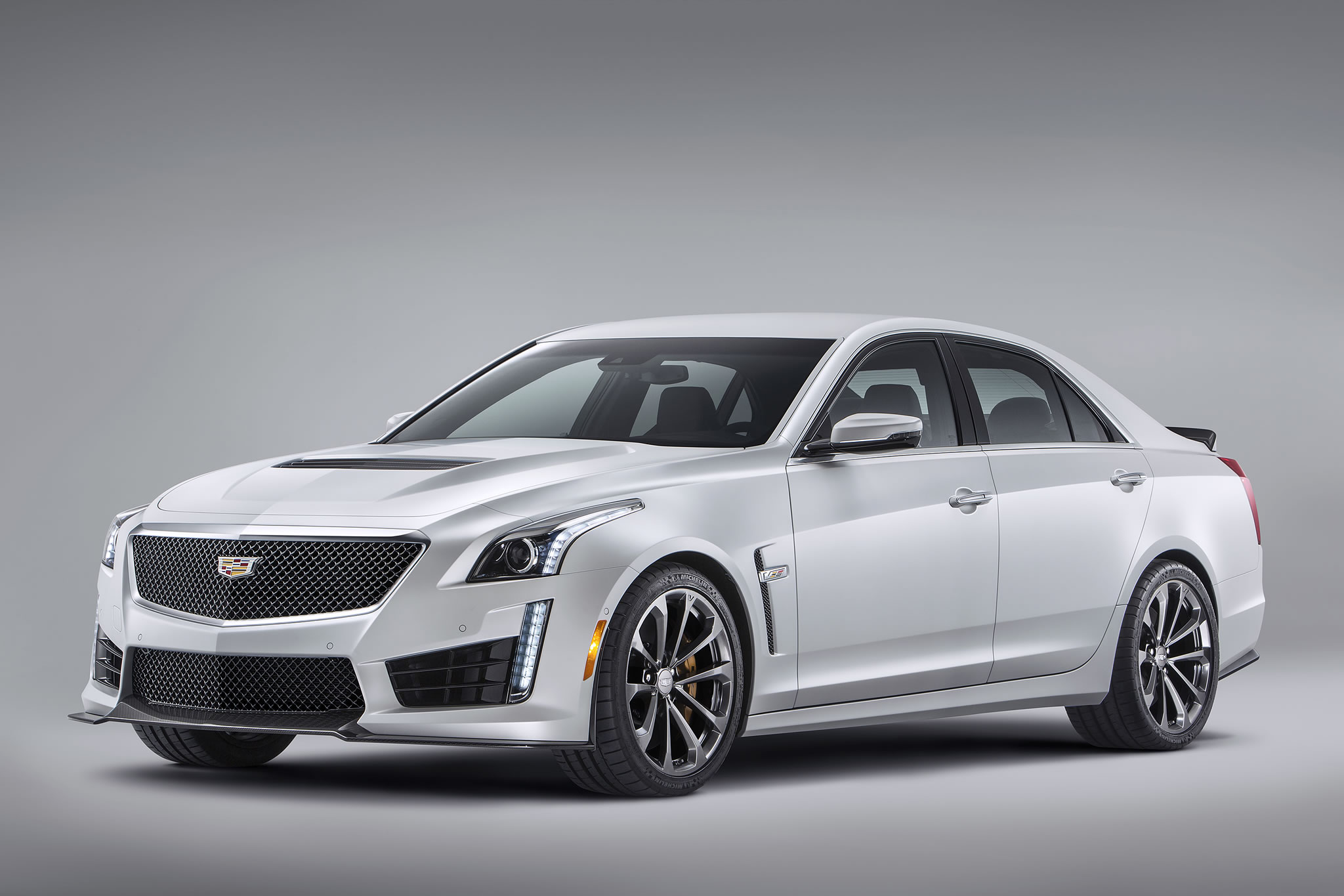 2016 cadillac cts v sedan front photo crystal white tricoat color size 2048 x 1365 nr 2 16. Black Bedroom Furniture Sets. Home Design Ideas