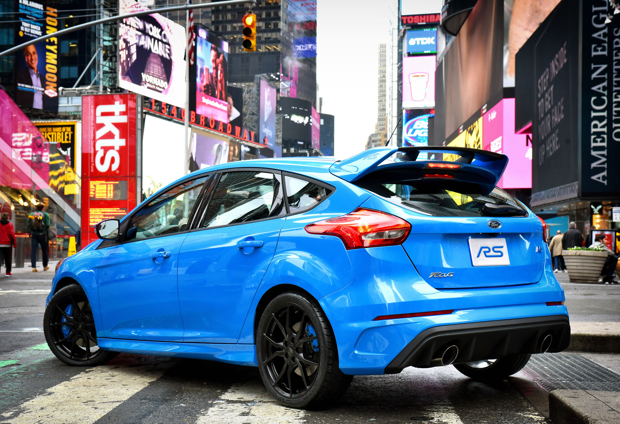 2016 ford focus rs rear photo times square nyc nitrous blue color size 2048 x 1399 nr 11. Black Bedroom Furniture Sets. Home Design Ideas