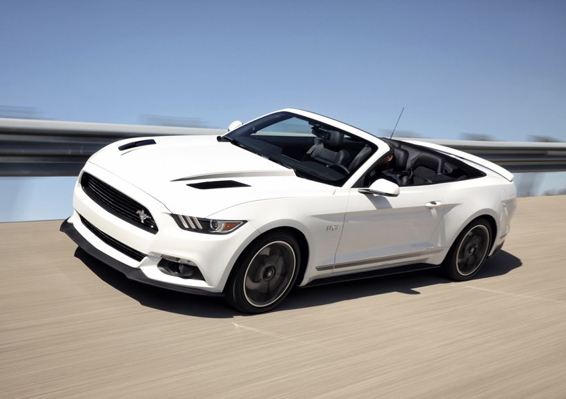 Front Oxford White Color 2016 Ford Mustang