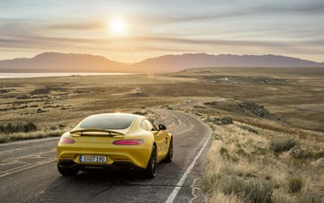 The Mercedes-AMG GT S is equipped as standard with an AMG performance 