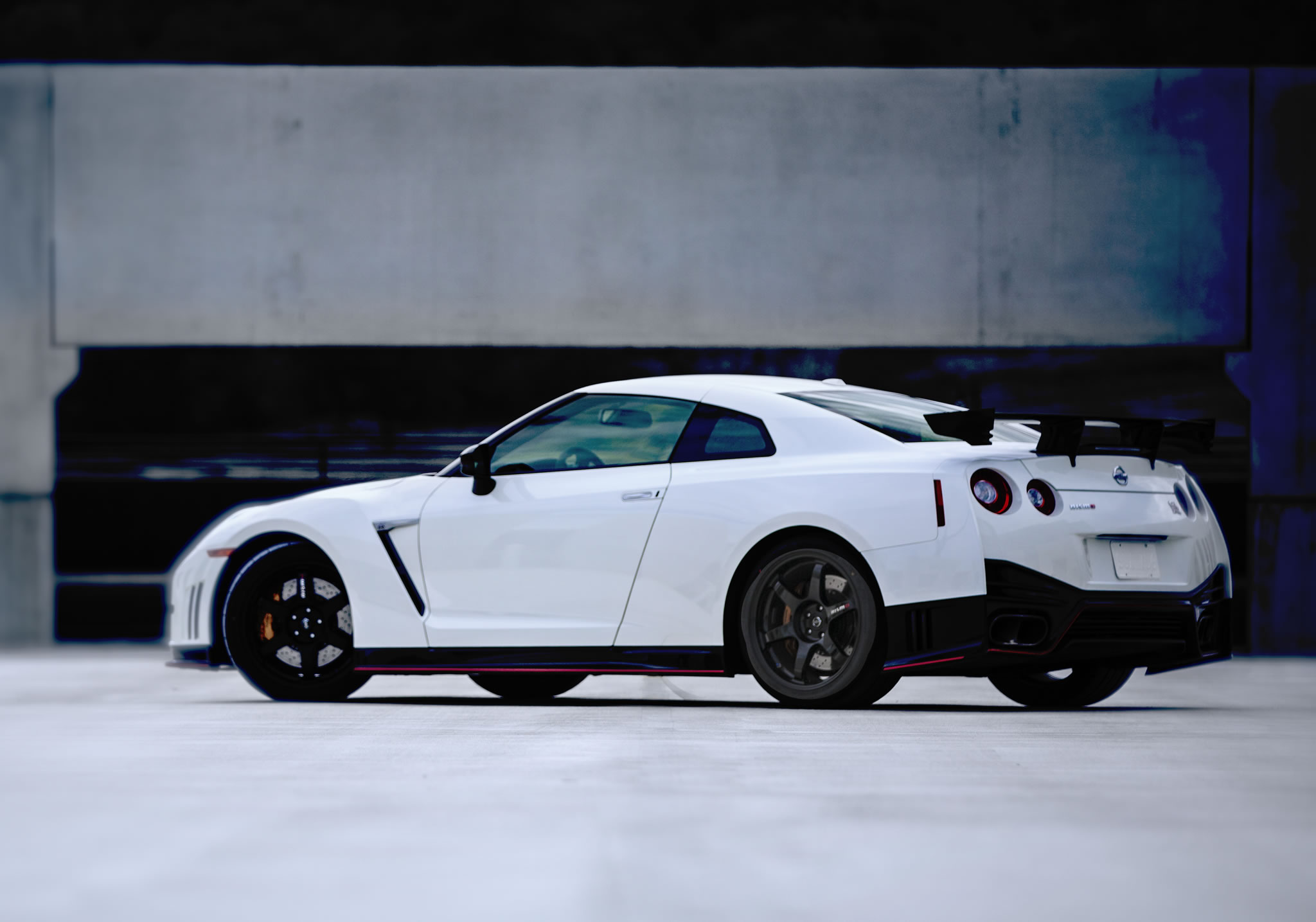 2016 nissan gt r nismo rear photo pearl white paint. Black Bedroom Furniture Sets. Home Design Ideas