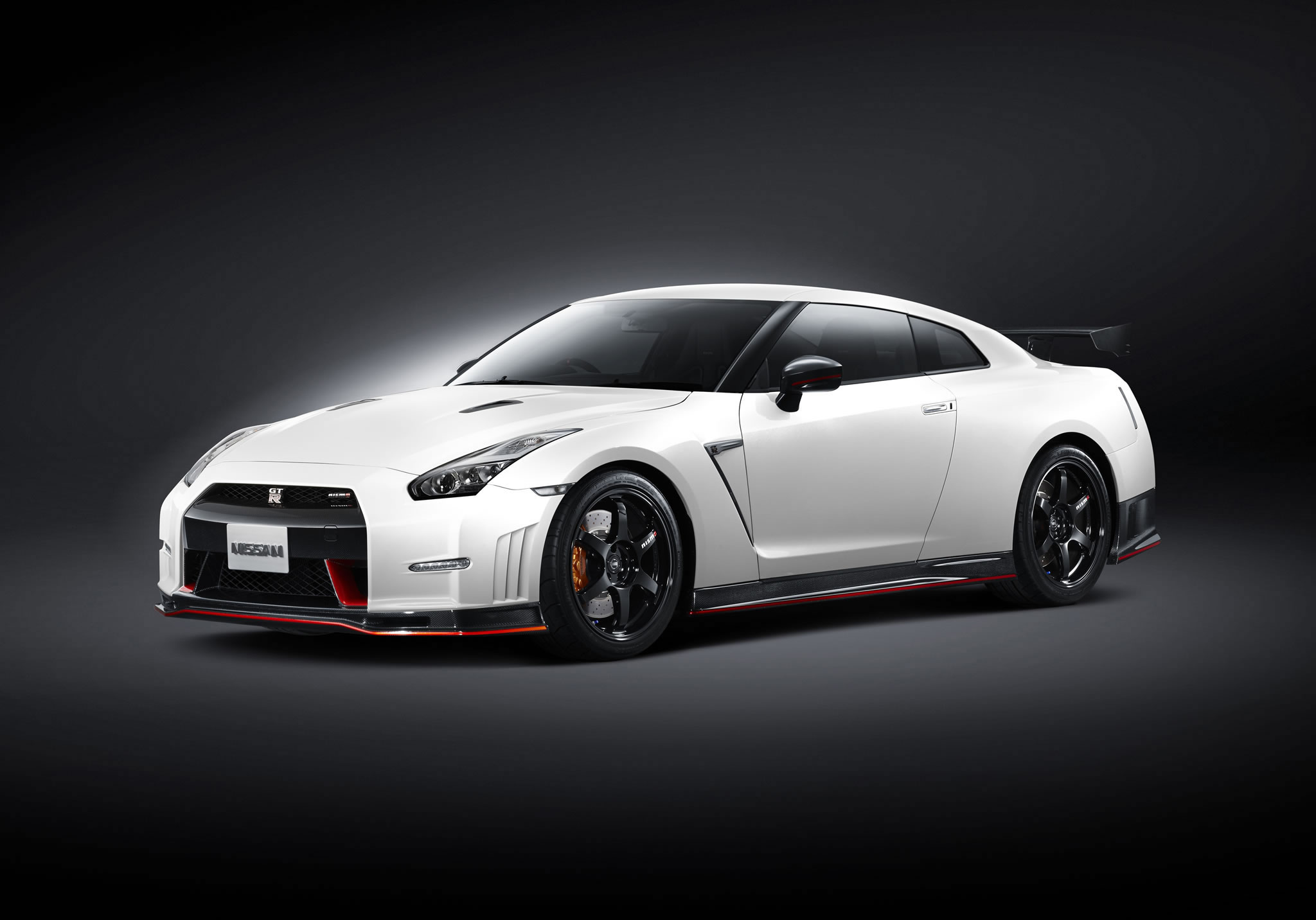 2015 nissan gt r nismo front photo white color size 2048 x 1432 nr 1 1. Black Bedroom Furniture Sets. Home Design Ideas