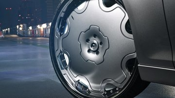Big In Japan: Chrysler 300 Wears 26-Inch Wheels With Aplomb