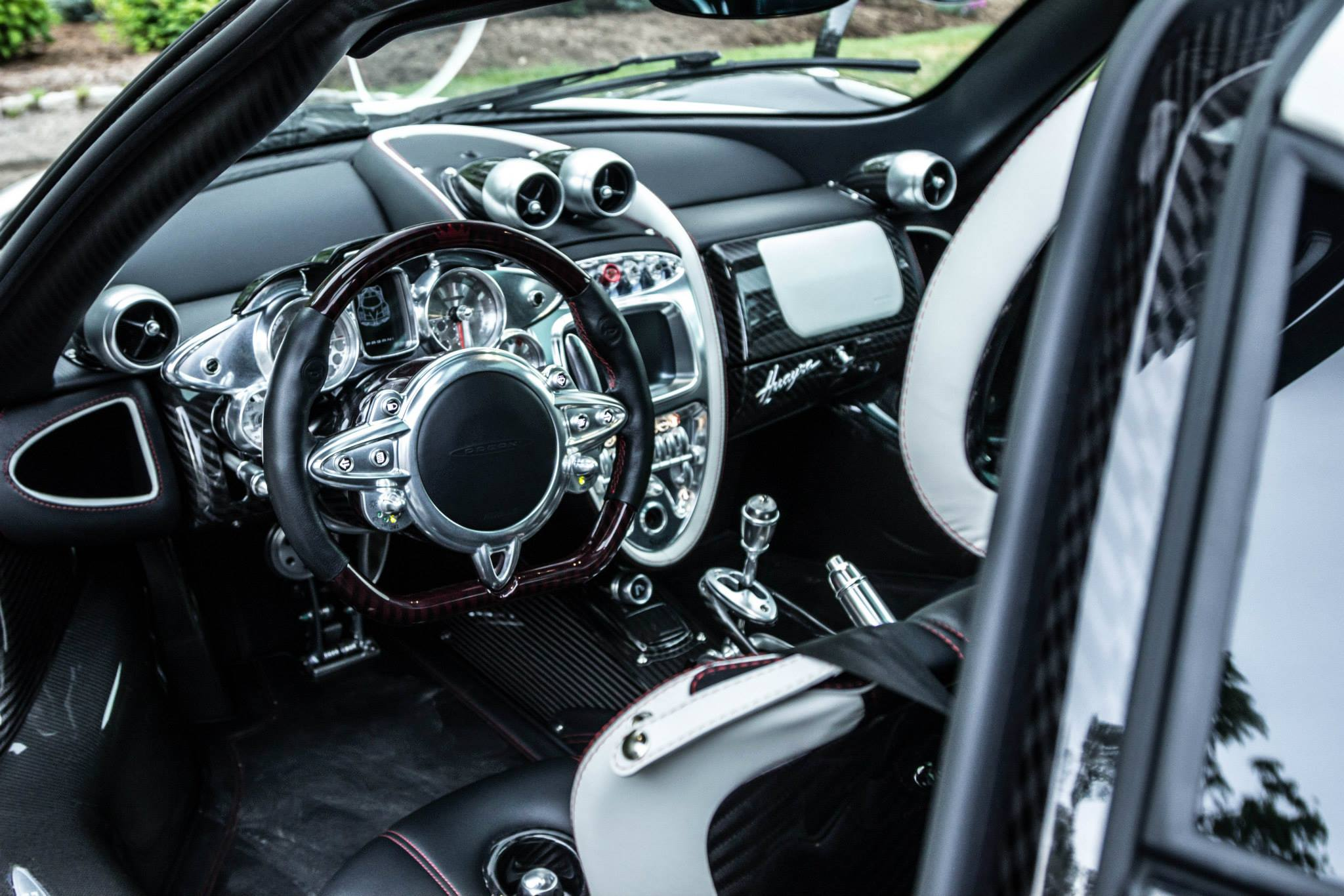 1 of 1 of 1 pagani huayra interior photo size 2048 x 1366 nr 12 15. Black Bedroom Furniture Sets. Home Design Ideas