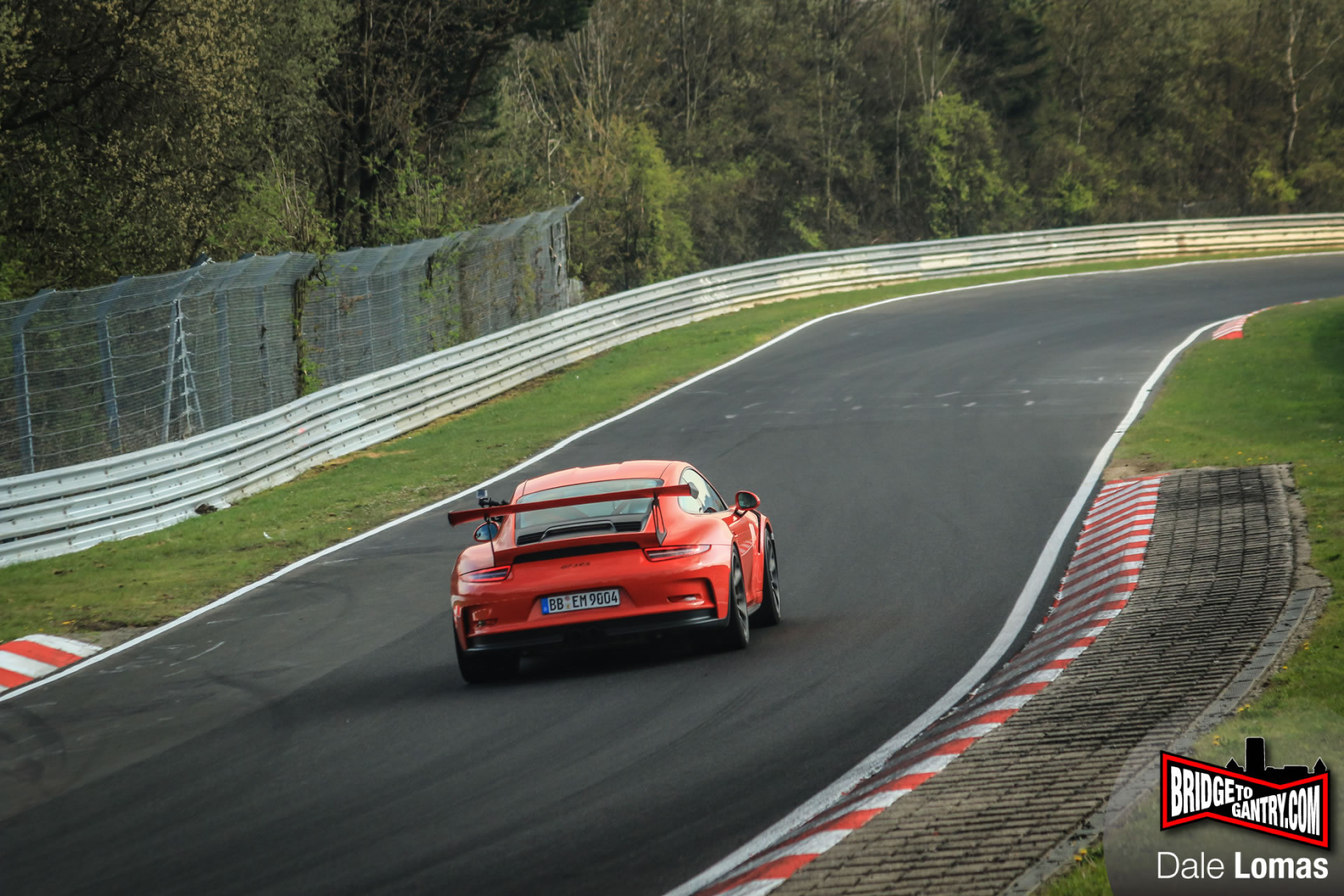 Mark Webber Drives 2016 Porsche 911 GT3 RS on Nurburgring ...