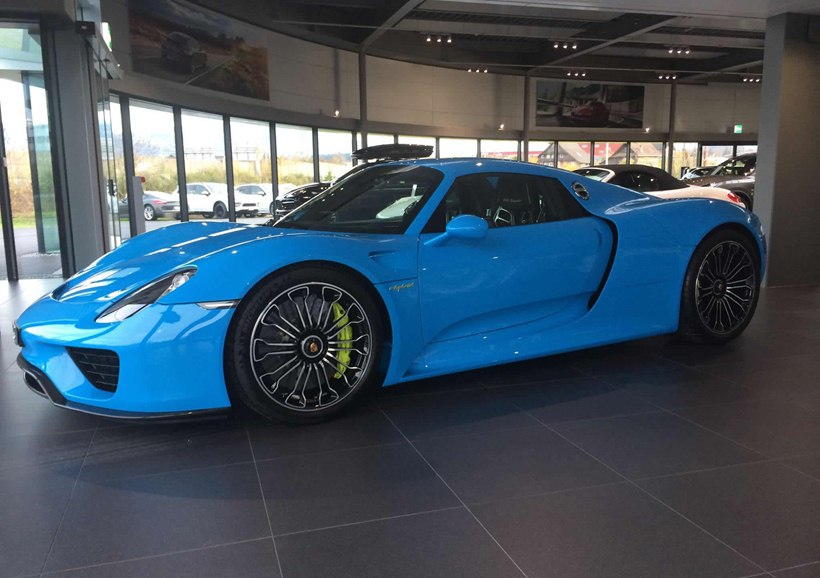porsche 918 spyder in blue rocket color front photo porsche zentrum zug size 2048 x 1444 nr. Black Bedroom Furniture Sets. Home Design Ideas