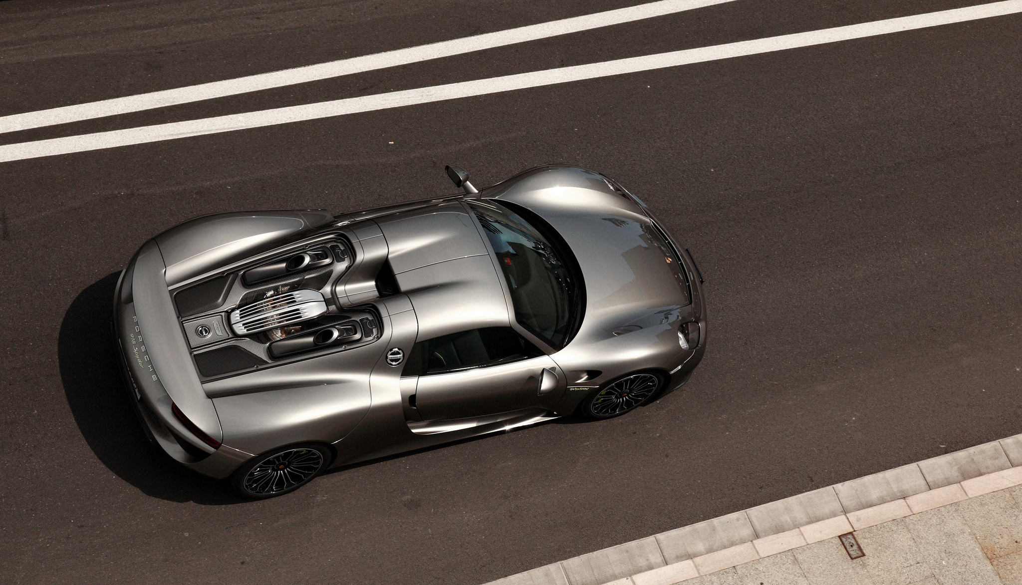 spyder from above 2015 porsche 918 spyder elevated view. Black Bedroom Furniture Sets. Home Design Ideas