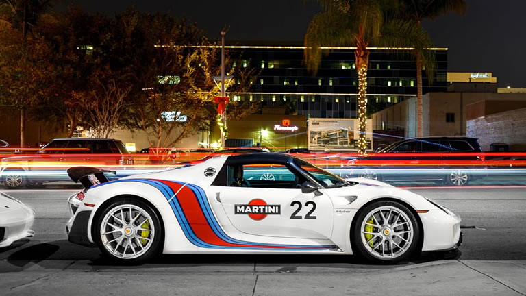 2015 porsche 918 spyder weissach martini racing side view city night shot. Black Bedroom Furniture Sets. Home Design Ideas