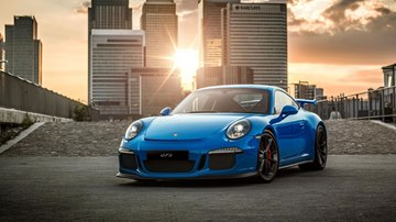 Porsche 911 GT3 '16 with Canary Wharf in Background
