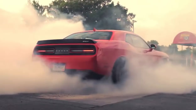 Video Dodge Challenger Srt Hellcat Burnout 2x