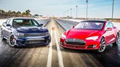 1/4 Mile Race: Dodge Charger Hellcat vs. Tesla Model S P85D